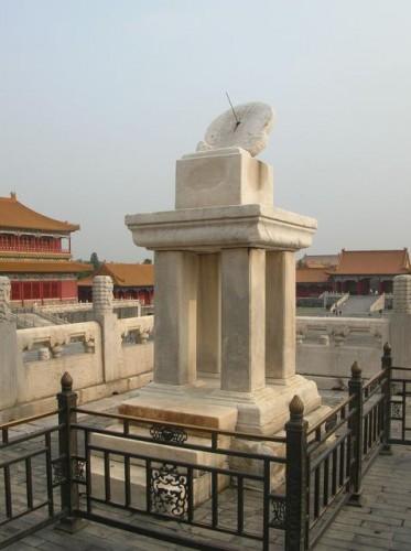 Солнечные часы в Запретном городе. Пекин.