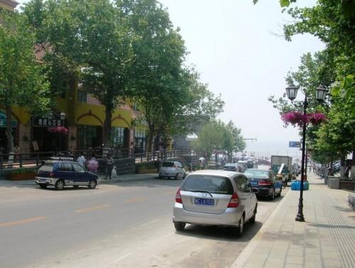 Центральная туристическая улица курорта Бэйдайхэ