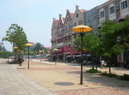 Центральные улицы курорта Бэйдайхэ