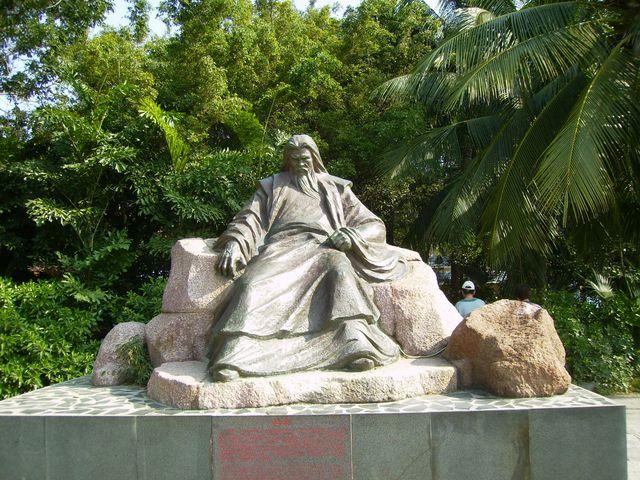 Скульптура мудреца. Санья