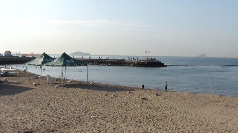 Пляж Синхай ранним утром. Далянь