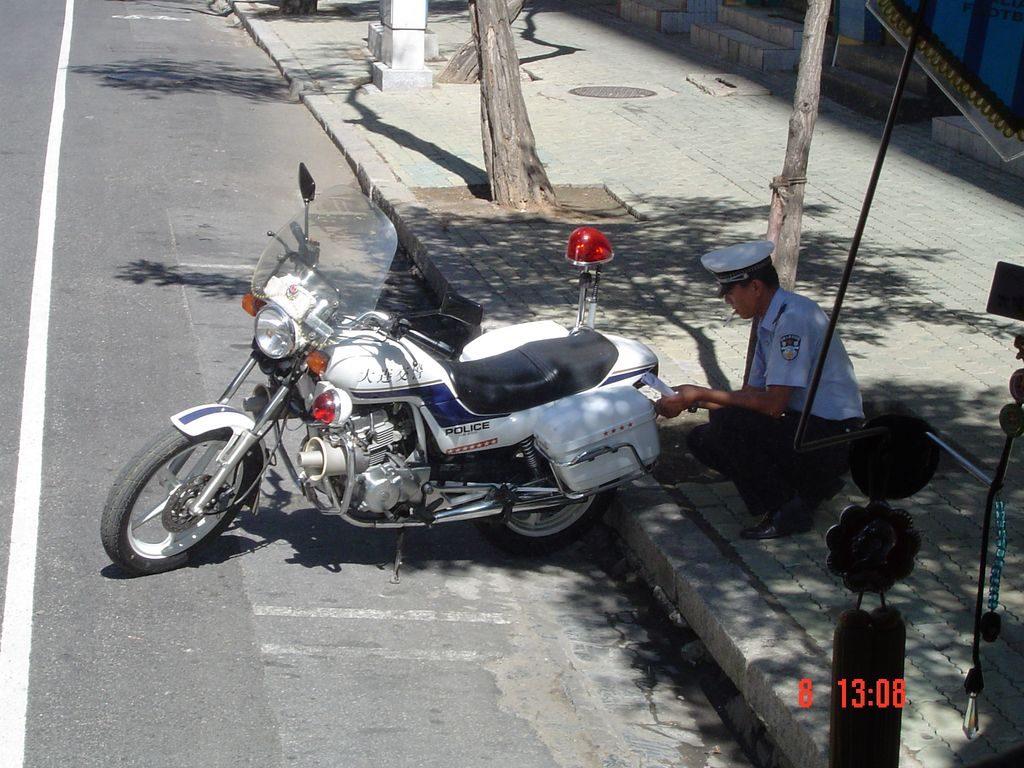 Работа в полиции считается очень престижной