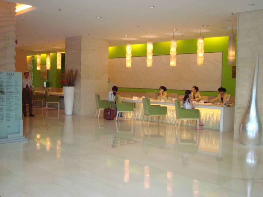 Стойка администрации отеля HAI YUE JIAN GUO