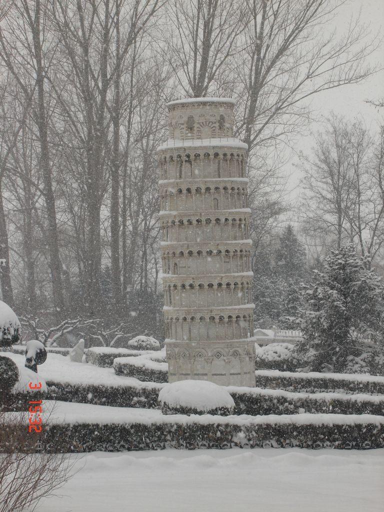 Пизанская башня. Парк Мира. Пекин