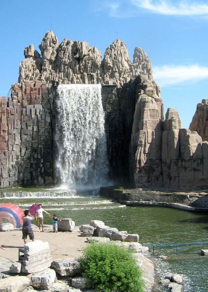 Водопад. Парк Мира. Пекин