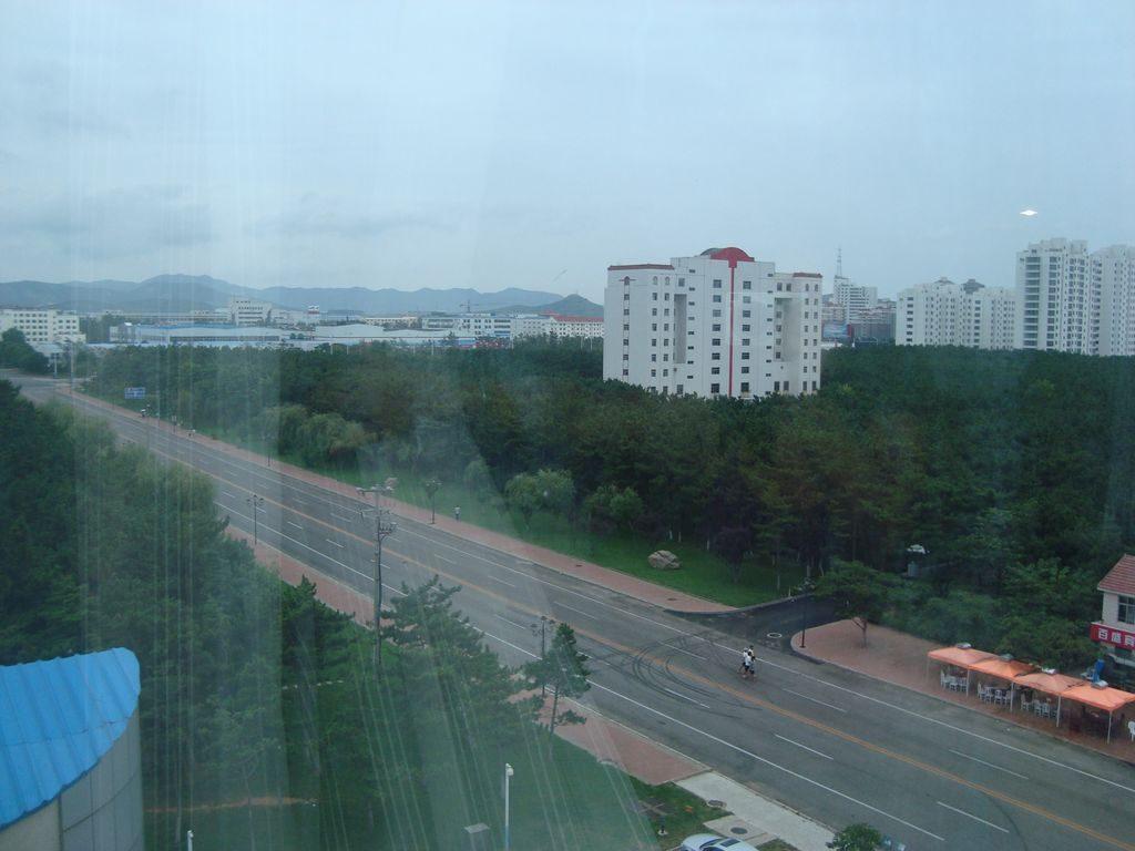 Вид из комнаты с видом на город. Гостиница Jiu jiu. Вэйхай