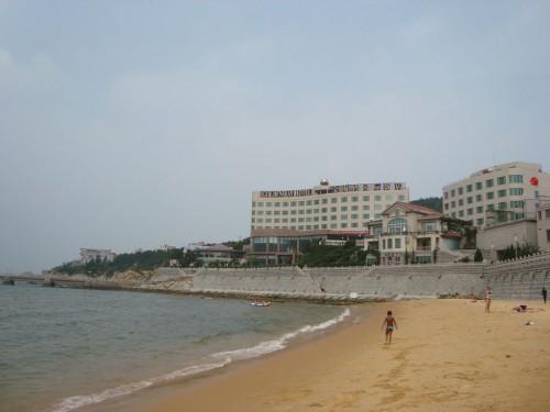 Пляж возле отеля Golden Bay