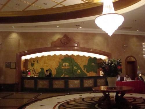 Стойка администратора в отеле Golden Bay