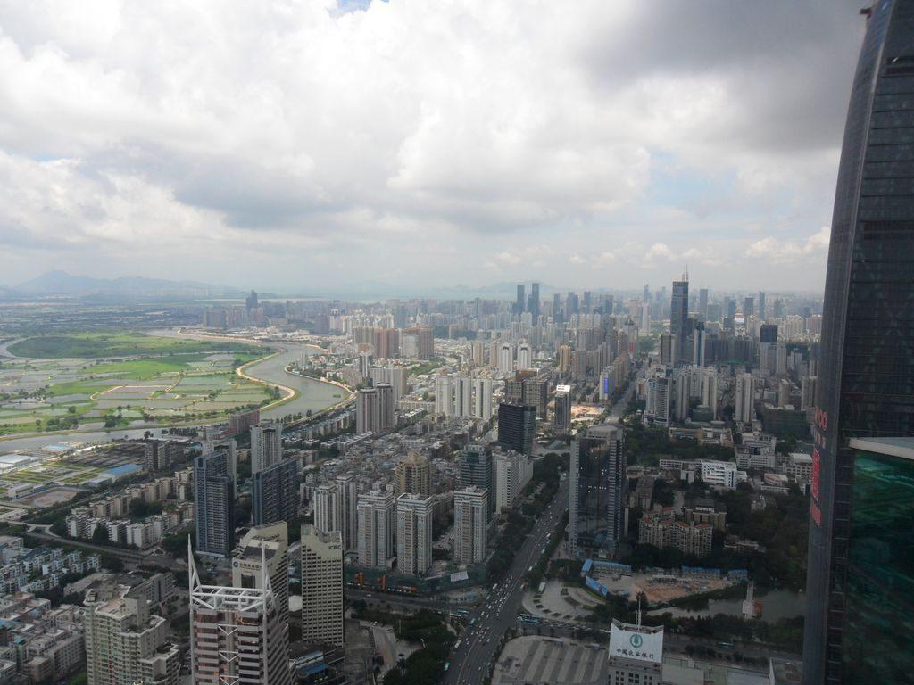 Город Шеньчжень - вид со смотровой площадки небоскрёба