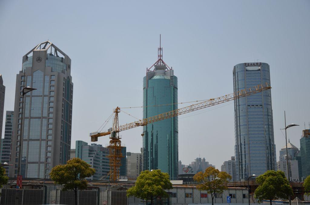 Строительство небоскребов в Шанхае идет полным ходом