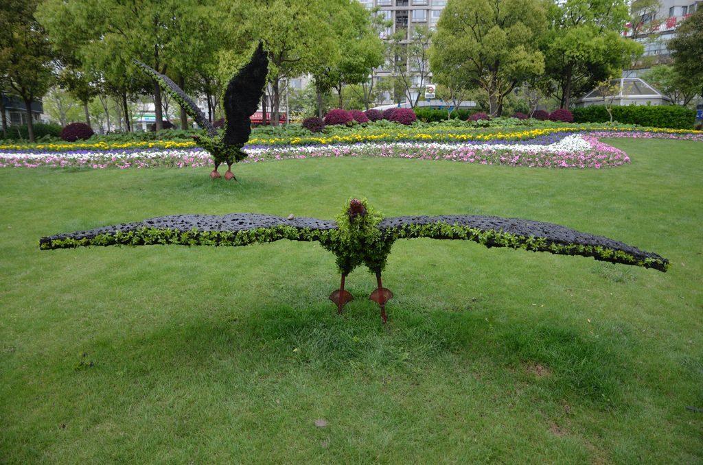 Фигуры из цветов в Шанхае
