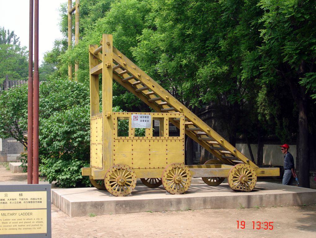 Деревянная военная лестница для штурма стен