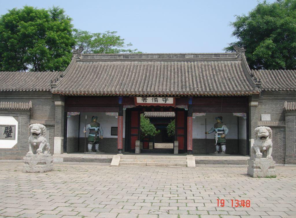 Во дворе гарнизона. Китайская стена