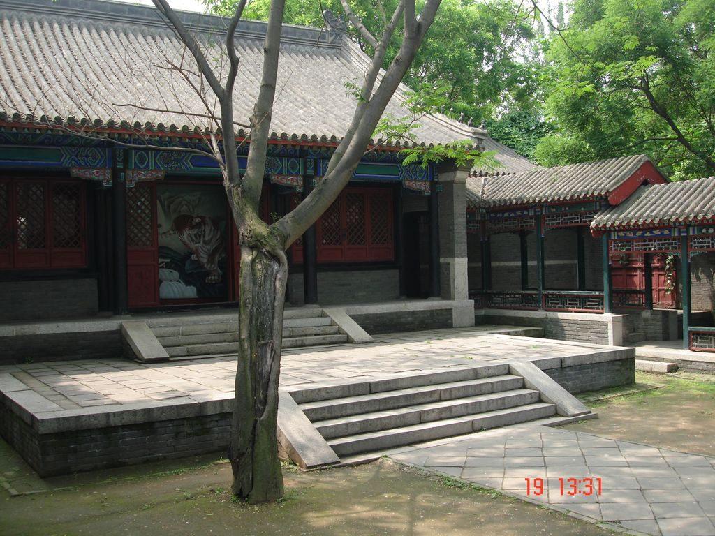 Павильоны в крепостном дворе. Китайская стена