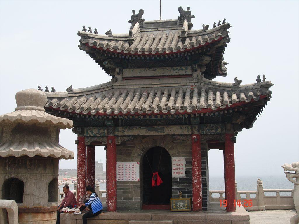 Колокольня. Китайская стена