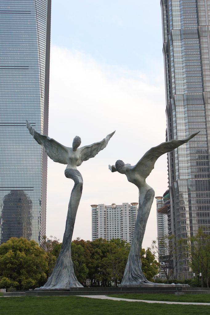 Скульптуры в парке Lujiazui. Шанхай