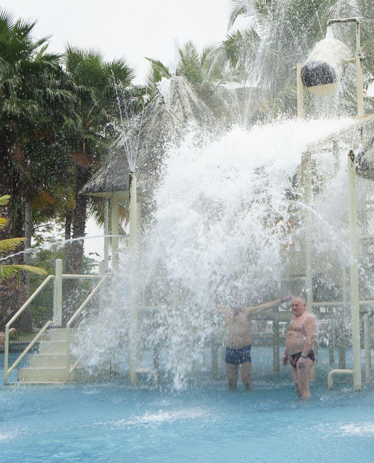 Бассейн на территории курорта. Хайнань
