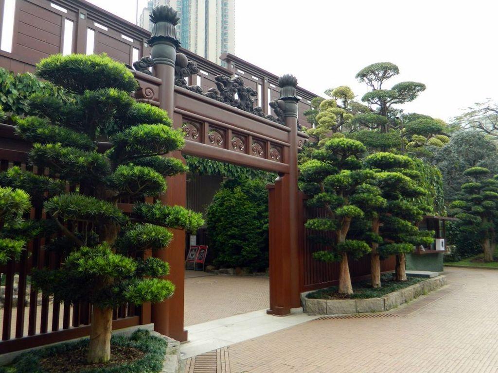 Главные ворота сада Нан Лиан