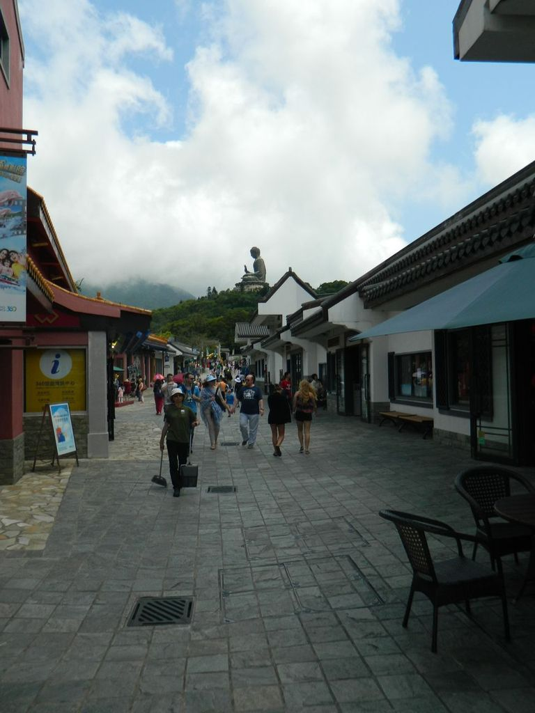 Туристическая деревня Нгонг Пинг возле Большого Будды. Гонконг