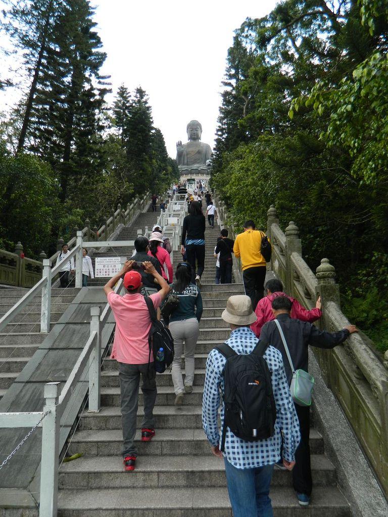 Лестница к Большому Буде. Гонконг