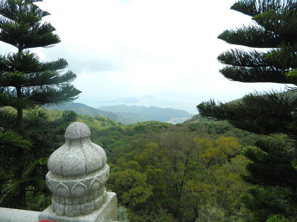 Остров Лантау, вид на море с Большого Будды