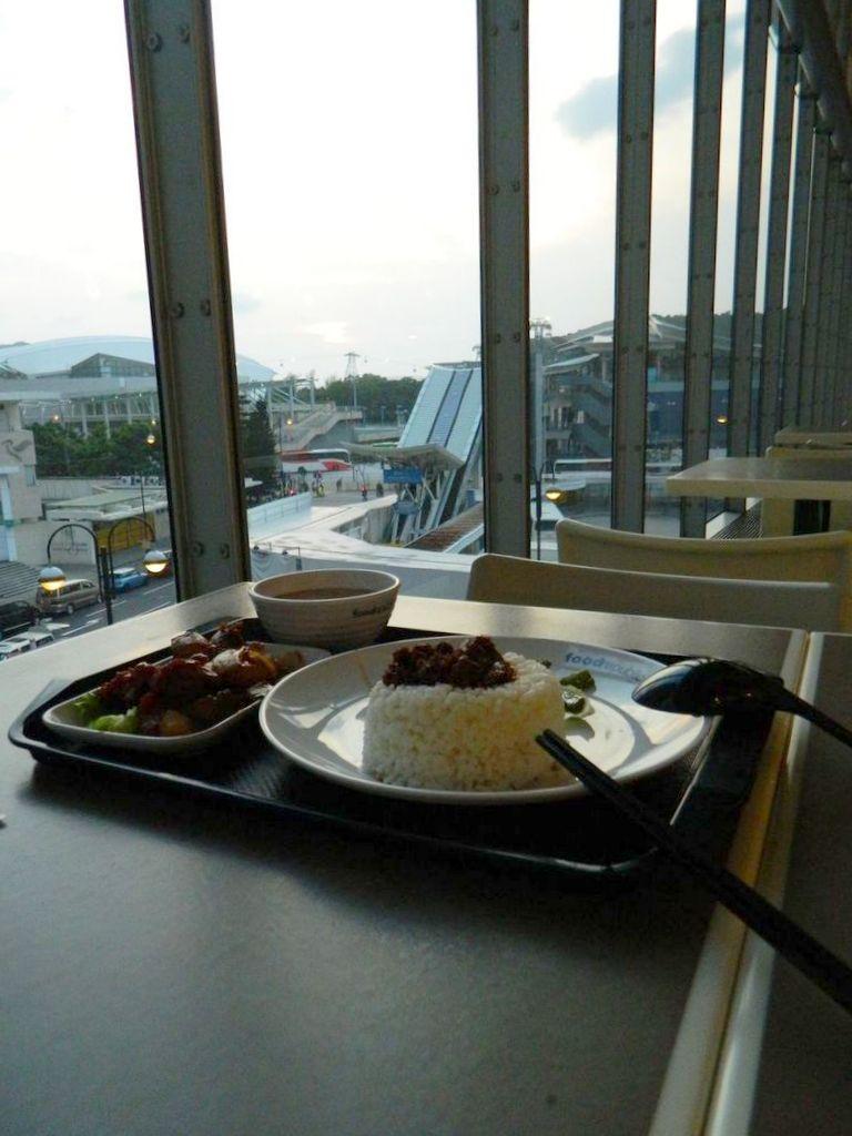 Долгожданная еда в фудкорте. Гонконг