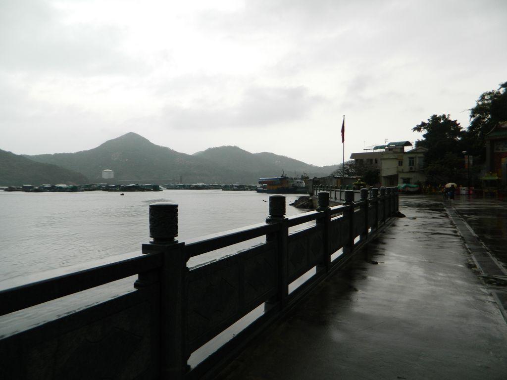 Набережная недалеко от пирса Sok Kwu Wan на острове Ламма, Гонконг