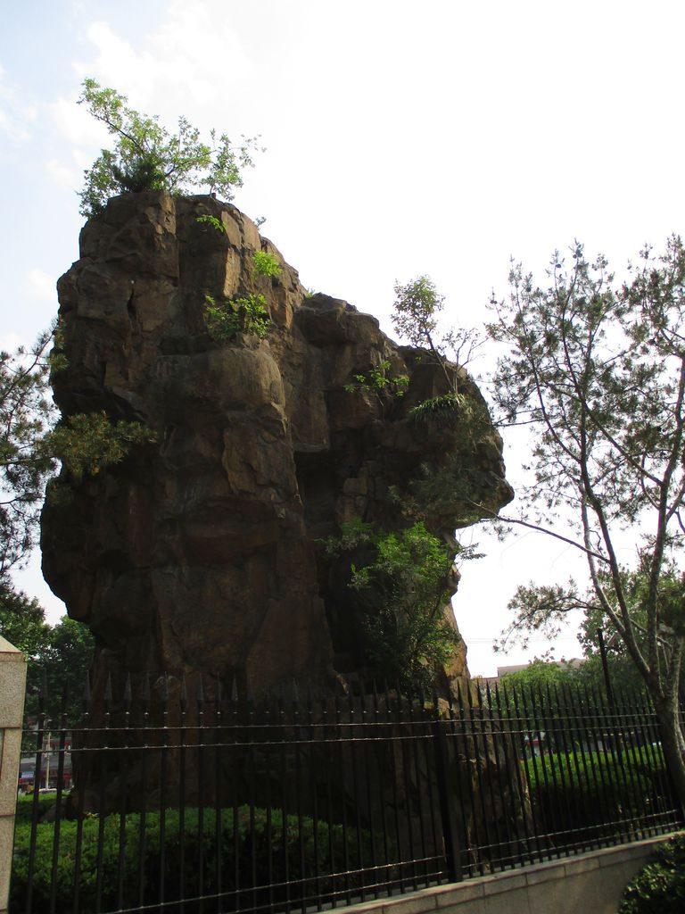 Парк Longhua Martyrs' Cemetery, Шанхай