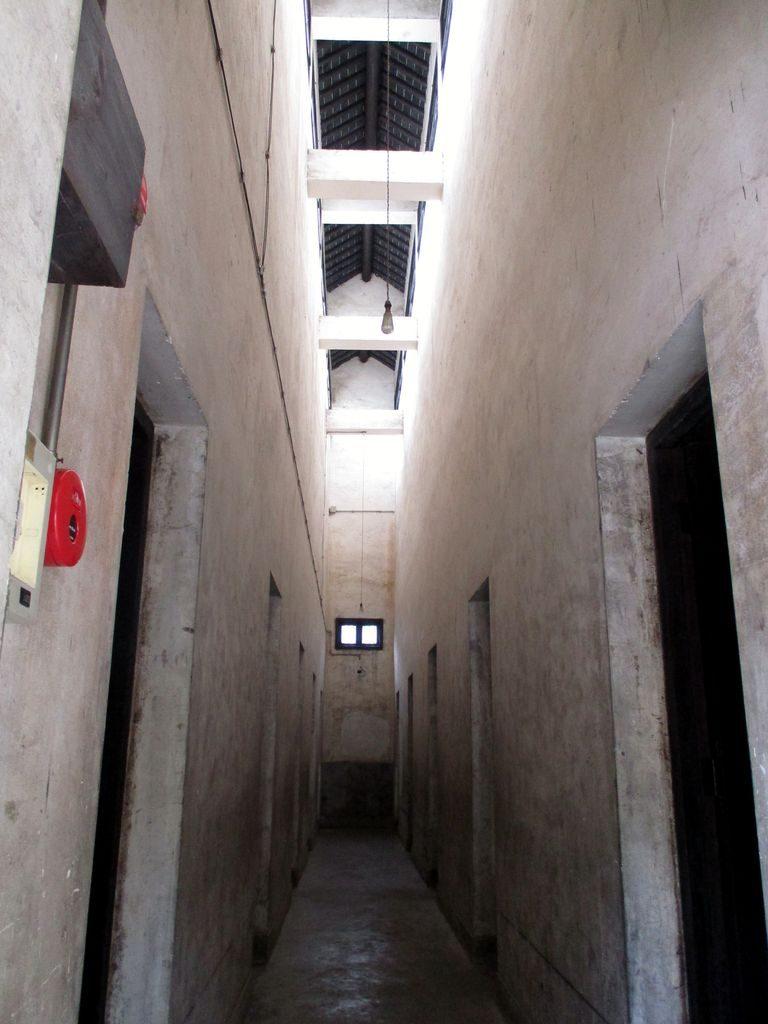 Здание тюрьмы в парке Longhua Martyrs' Cemetery, Шанхай