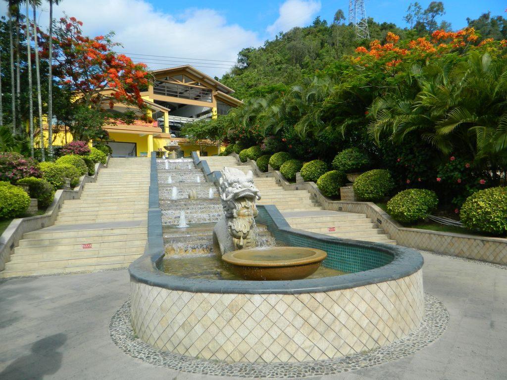Лестница к канатной дороге парка Феникс, Санья, Хайнань