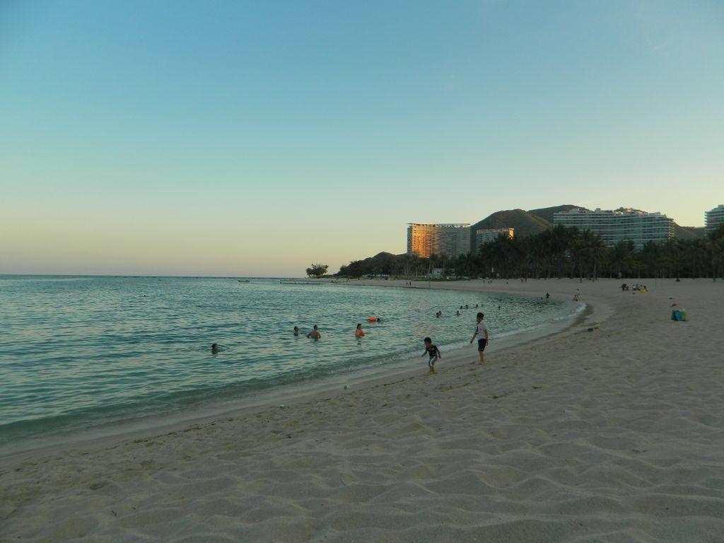 Пляж Сяодунхай, Санья