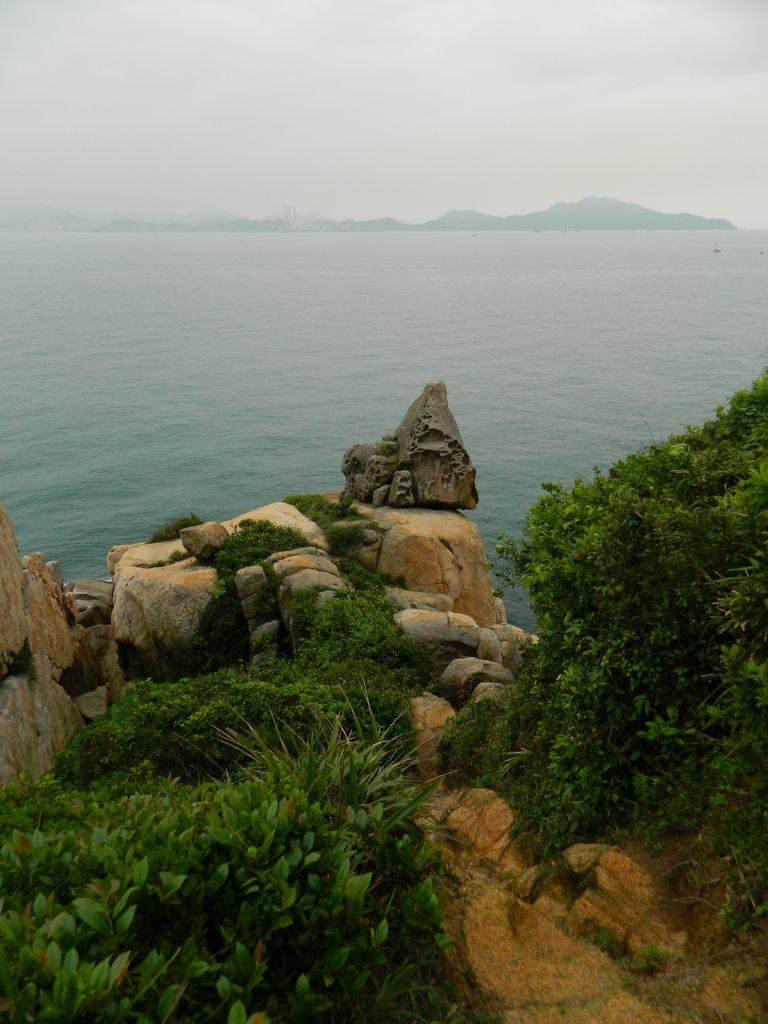 Скала Rock of the Ringing Bell, остров Ченг Чау