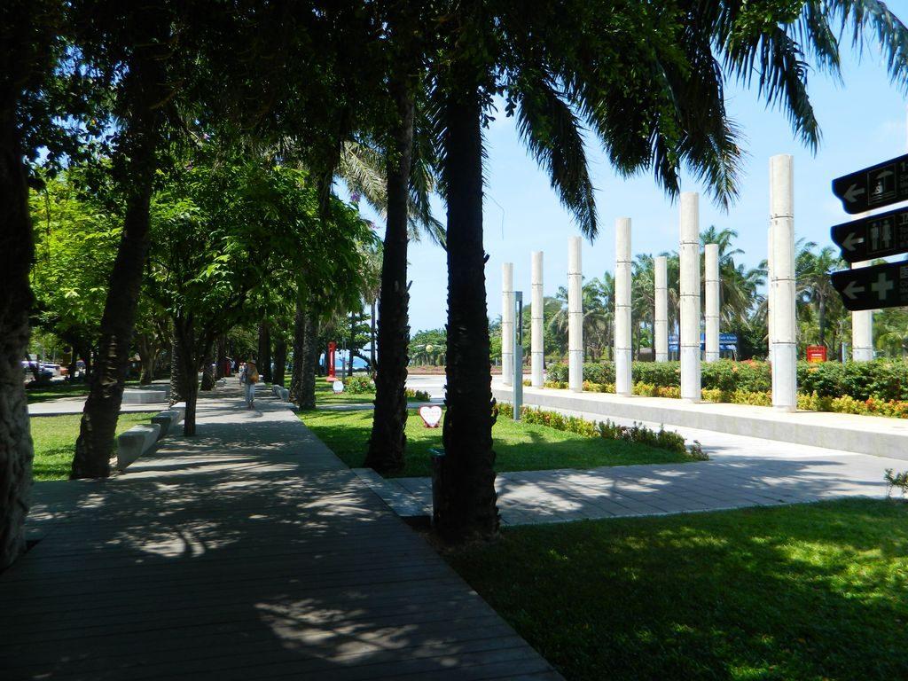 Центральная площадь в бухте Дадунхай, Хайнань