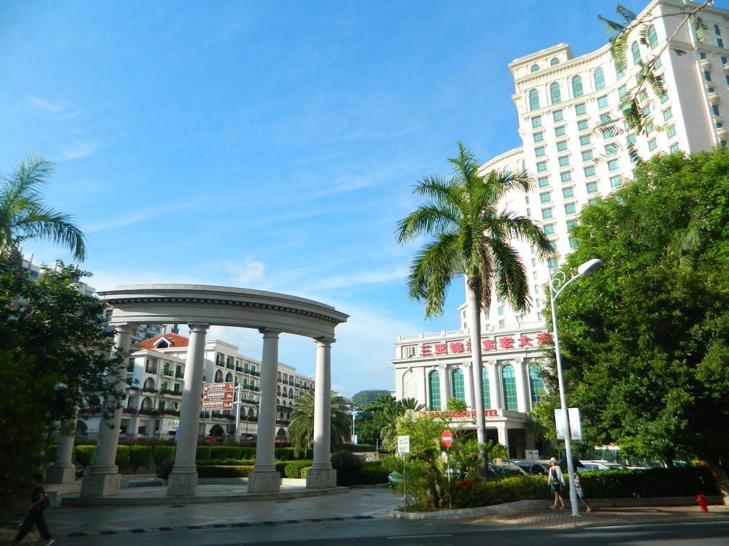 Baohong Hotel в бухте Дадунхай, Хайнань