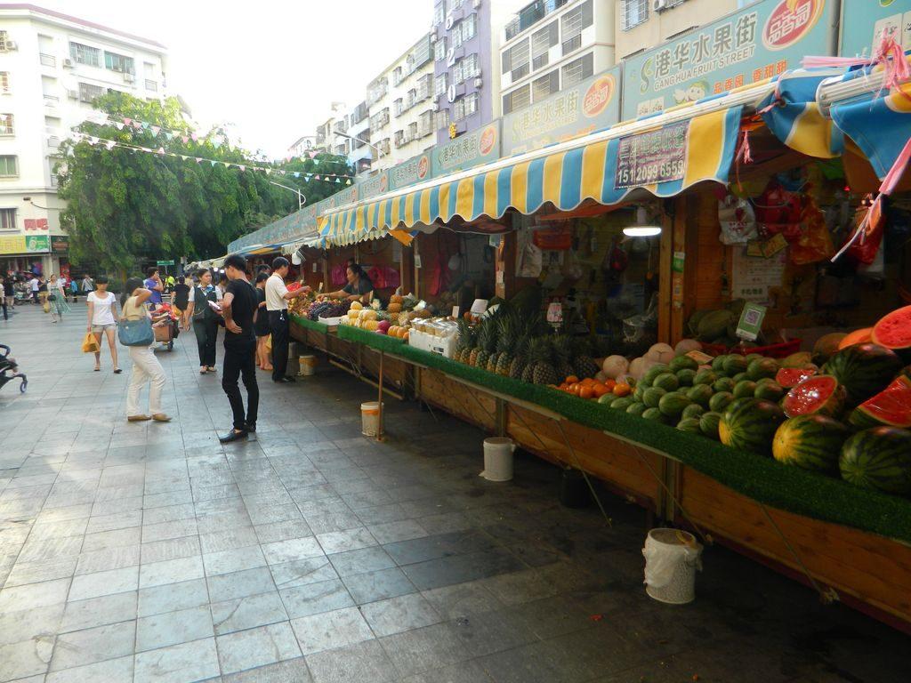 Фруктовый рынок на улице Shangpin, Санья