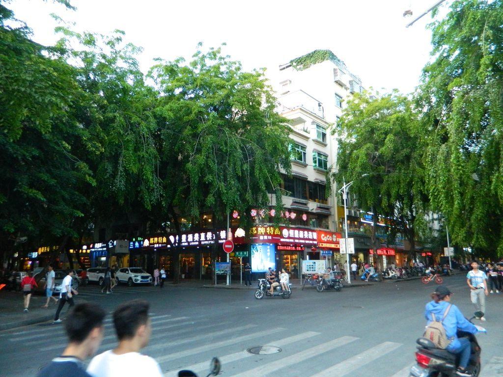 Улица Shangpin, Санья