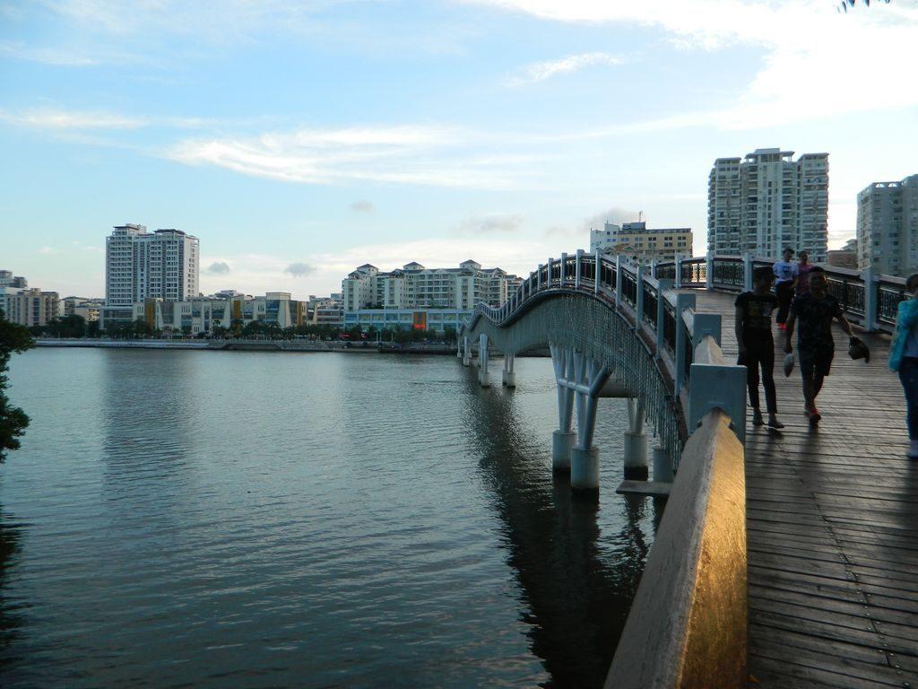 Мост дракона или кривой мост, Санья