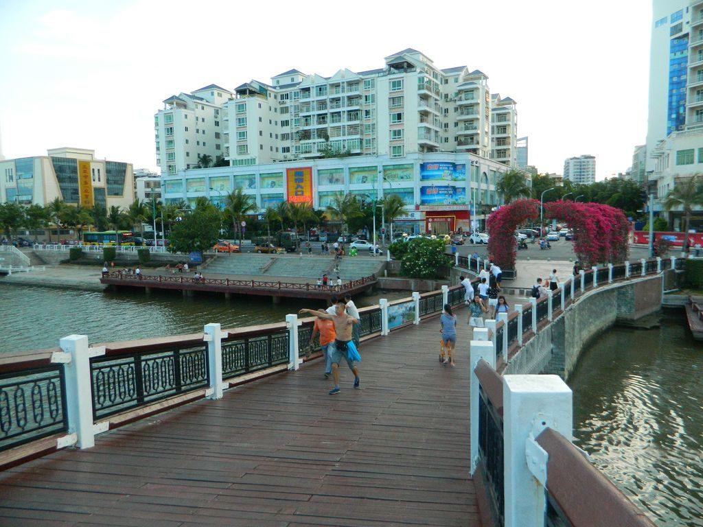 Кривой мост, Санья