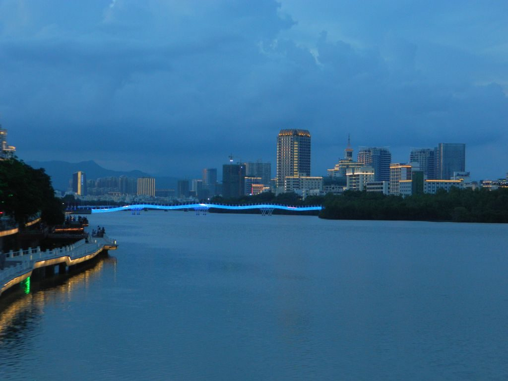 Ночная подсветка на мосту дракона, Санья