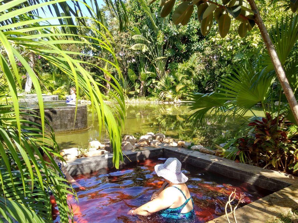 Ванна с добавками, источники Банлин, Санья