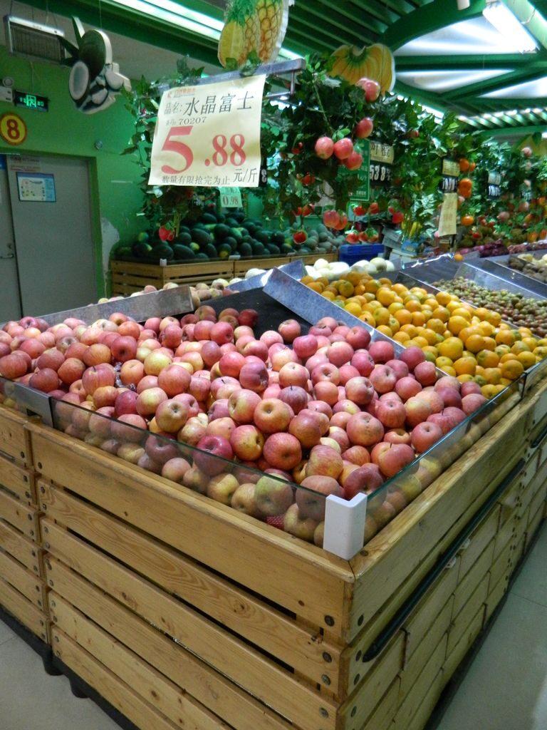 Фрукты в супермаркете на Хайнане