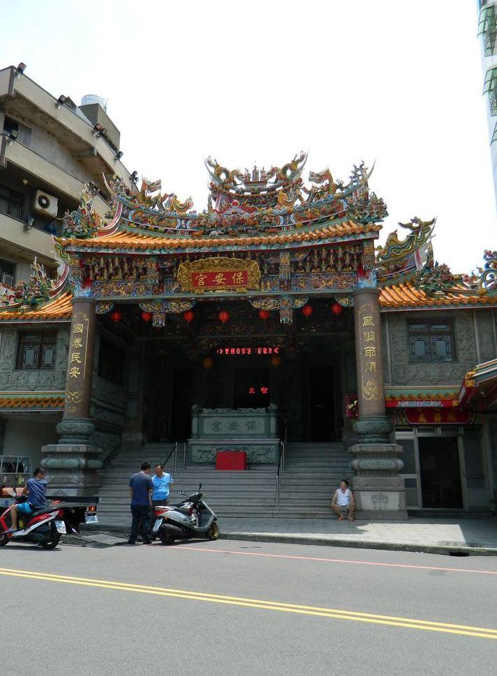 Храм по дороге к Yehliu Geopark, Тайвань