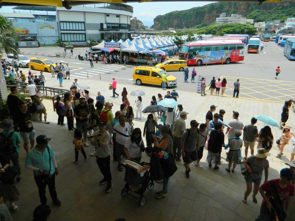 Очередь в кассу на входе в геопарк, Тайвань