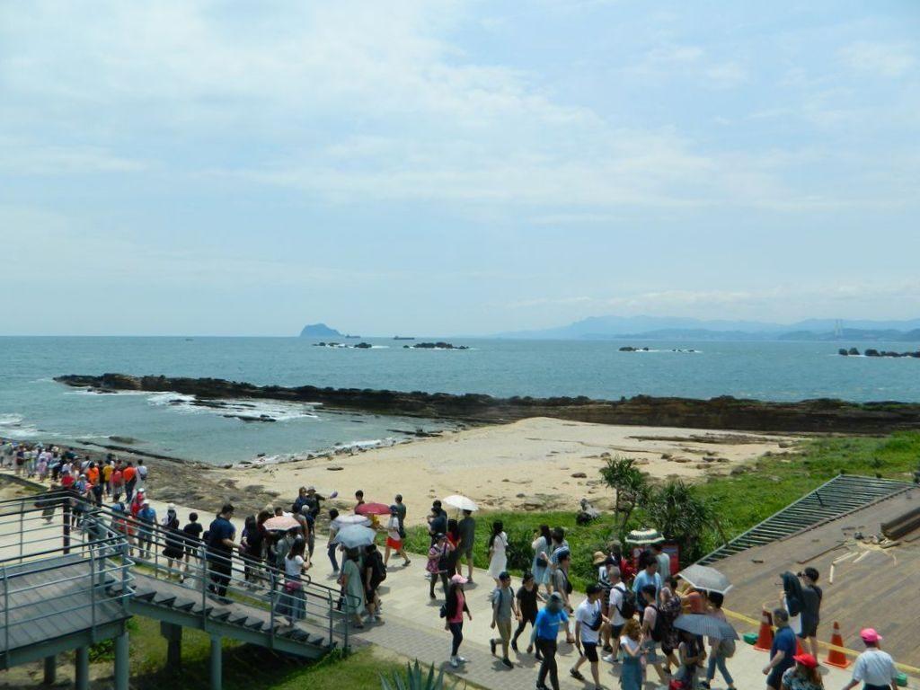 Толпы людей в Yehliu Geopark, Тайвань