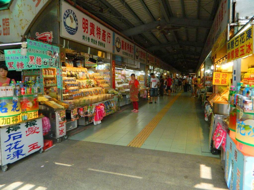 Рынок морепродуктов возле геопарка Yehliu, Тайвань