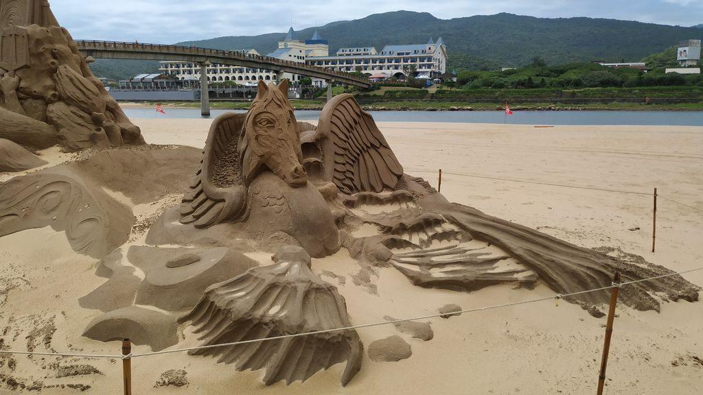 Скульптуры из песка на пляже Тайваня
