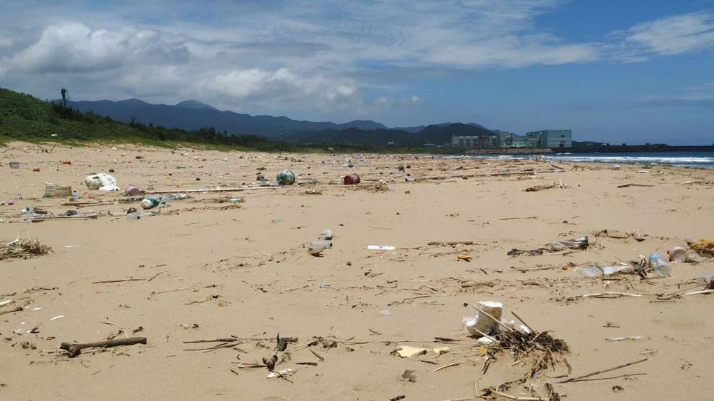 Мусор на пляже Фулонг, Тайвань