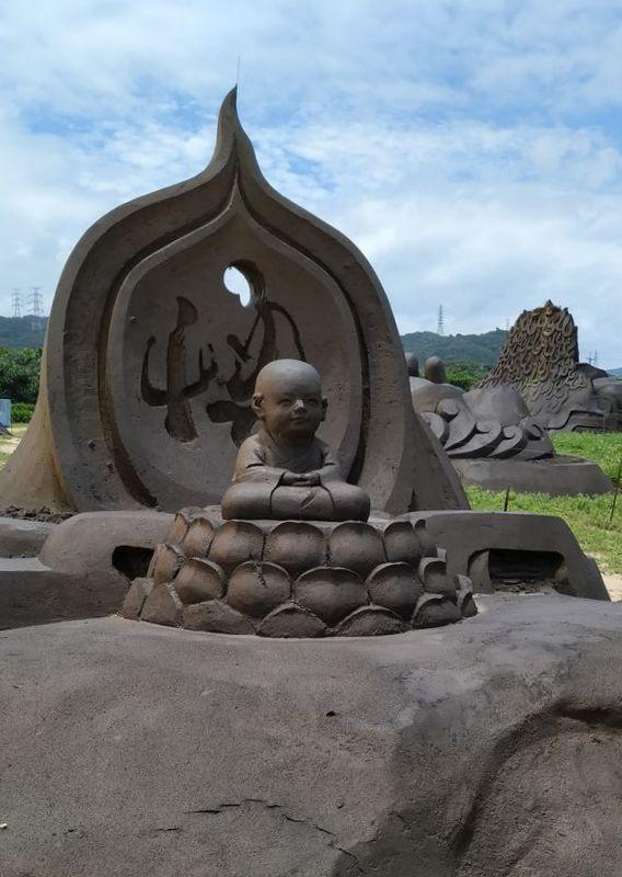 Старые песчаные скульптуры на пляже Yanliao, Тайвань