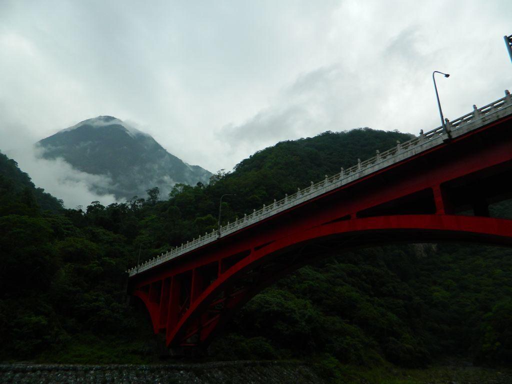 Мост Shakadang в ущелье, Тайвань