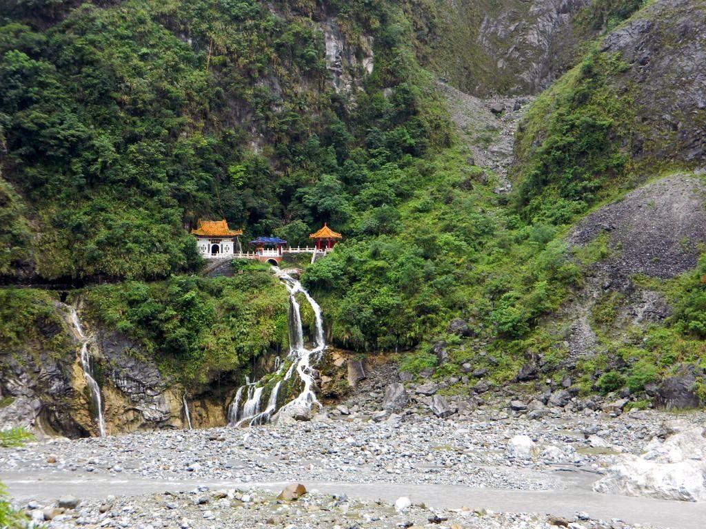 Храм Чанчунь в ущелье Тароко, Тайвань